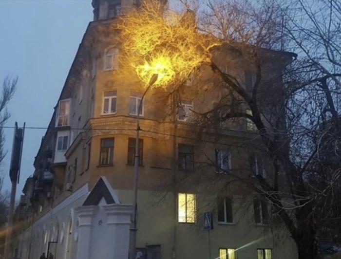 Фонарь, который светит в небо. | Фото: Ucrazy.
