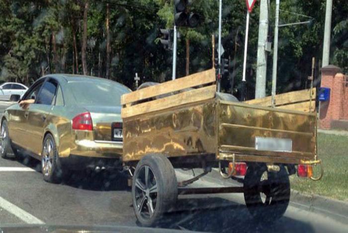 У каждого уважающего себя олигарха должен быть золотой автомобиль с прицепом.