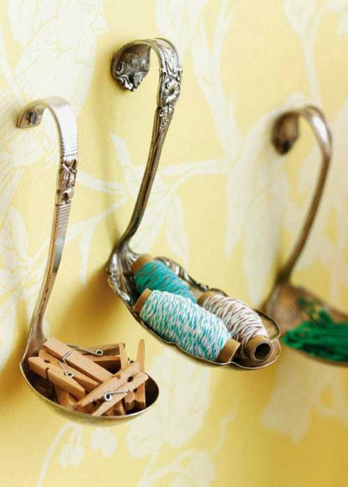 Крючки из ложечек.