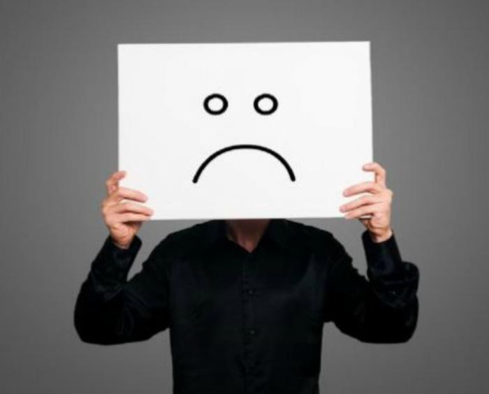 Пребывать в плохом настроении и настраивать себя на неудачу.