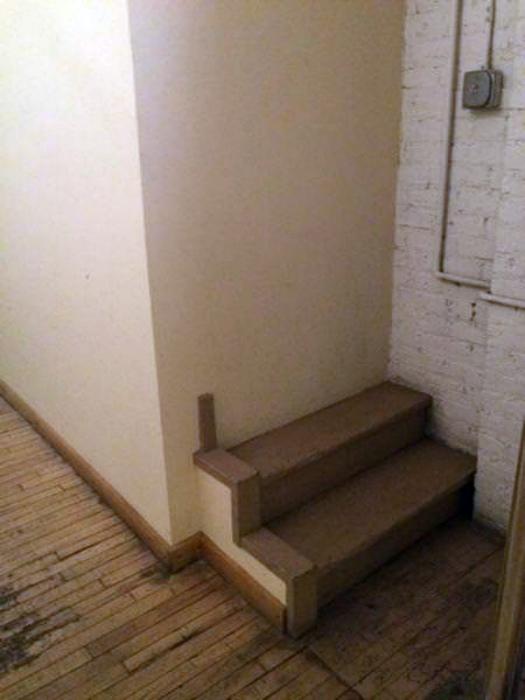Когда очень хочется иметь дома лестницу. | Фото: Sabah.
