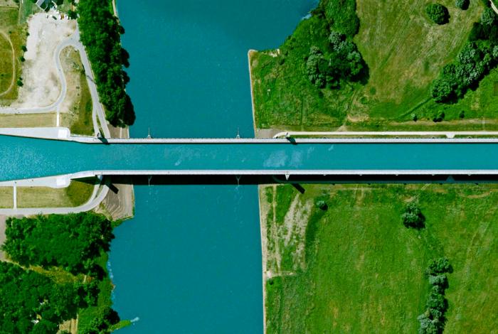 Самый большой судоходный акведук в Европе.