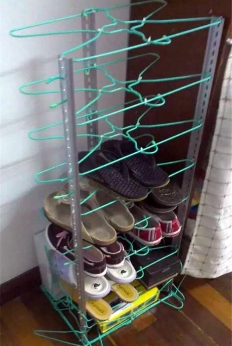 Самодельная полка для обуви. | Фото: Интернет-магазин мебели в Москве.