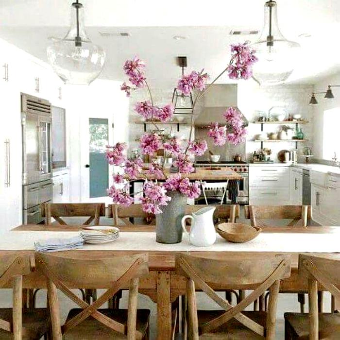 Интерьер кухни с использованием эко-материалов.