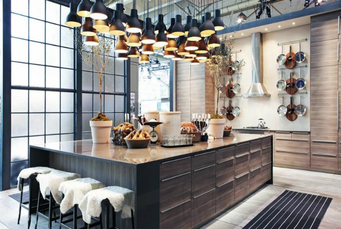 Удивительная кухня, в которой слились воедино натуральные материалы, хай-тек и необычные футуристические элементы декора.
