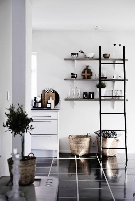 Стильная черно-белая кухня.