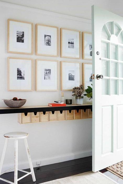 Уютный коридор без систем хранения. | Фото: Pinterest.