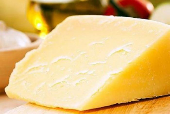 Предотвратить засыхание сыра.