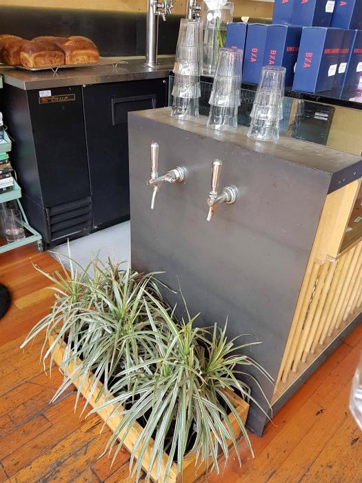 Экономия воды в кафе.