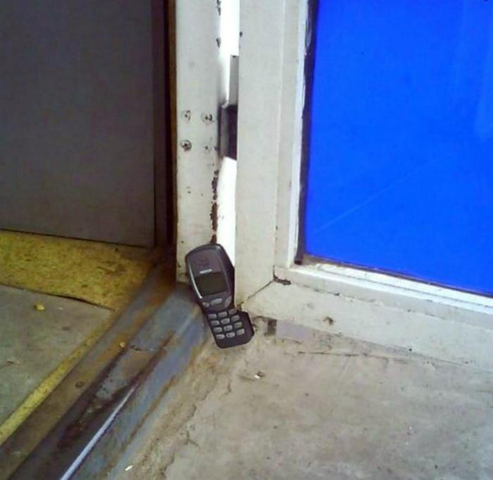 Альтернативное использование старого не убиваемого телефона.