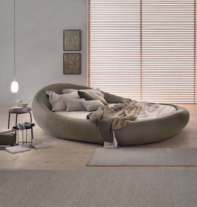 Уютная кровать-яйцо.
