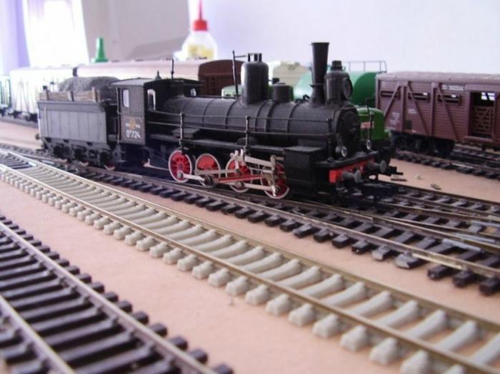 Железная дорога с поезда - любимые игрушки всех мальчишек.