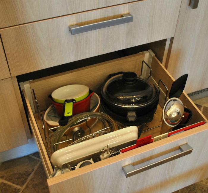 Неиспользуемая кухонная утварь.