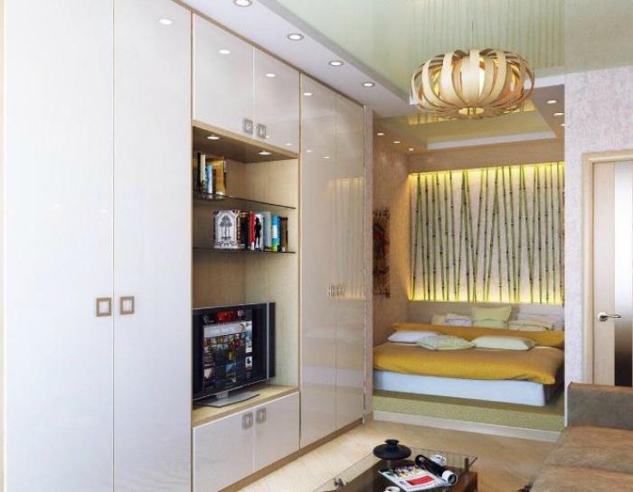 Большой шкаф, сделанный на заказ. | Фото: one-stroy.ru.