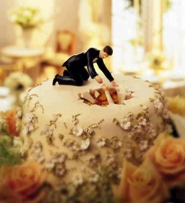 Свадебный торт с ямой.