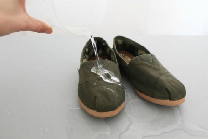 Защита обуви от влаги. | Фото: Pinterest.