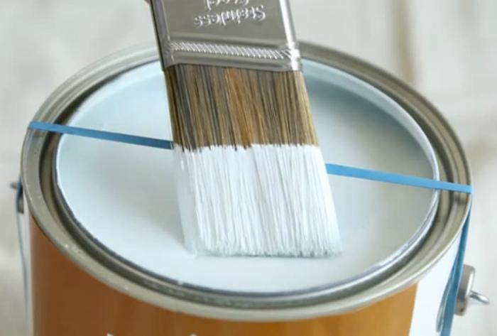 Резинка, которая поможет избавиться от излишков краски.