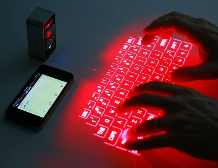 Проекционная клавиатура Celluon Magic Cube.