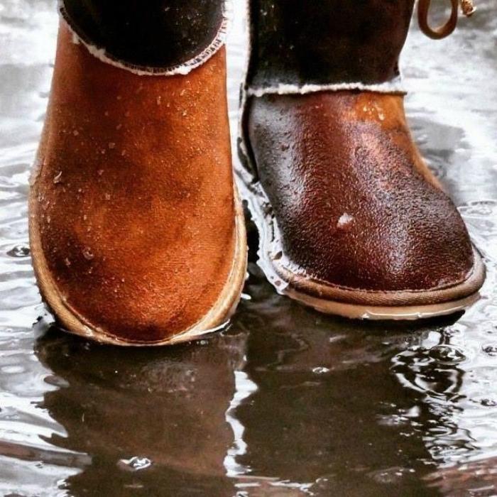 Водоотталкивающая пропитка обуви. | Фото: ubratdoma.ru.