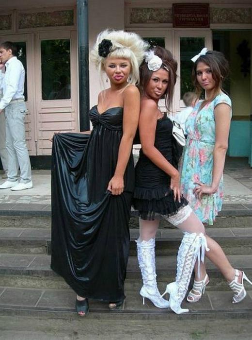 фото под платьем выпускниц