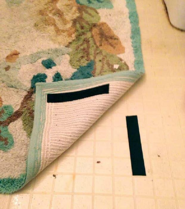 Фиксация ковров липучками.