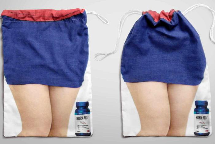 Сумка, которая стягивается шнурком и демонстрирует чудесный эффект средства для похудения Burn 60.