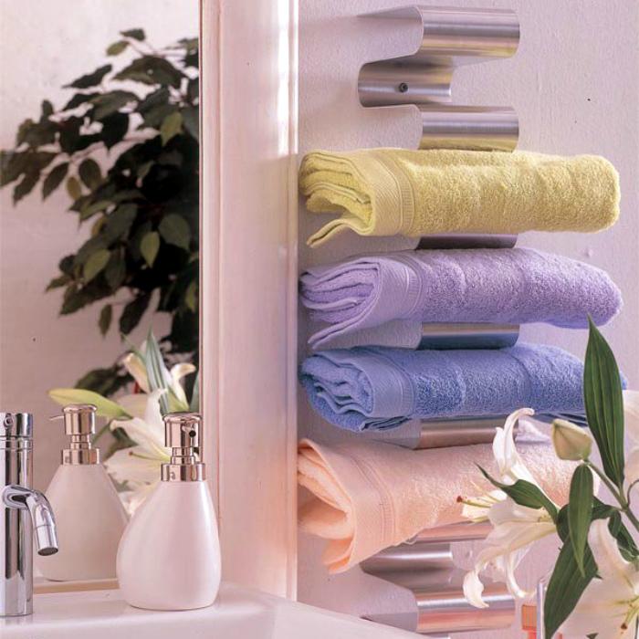 Оригинальные системы для хранения полотенец. | Фото: Дизайн-Ремонт.инфо.
