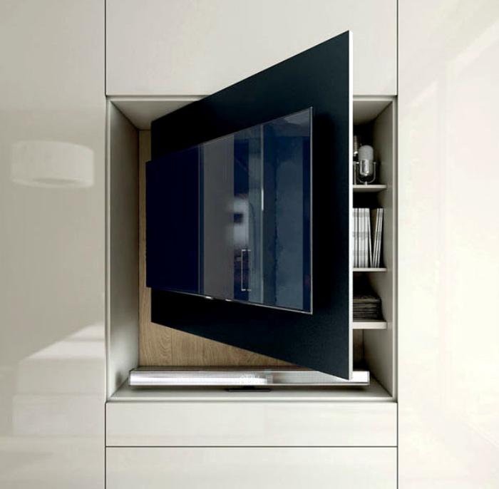 Вращающийся стеллаж с телевизором.