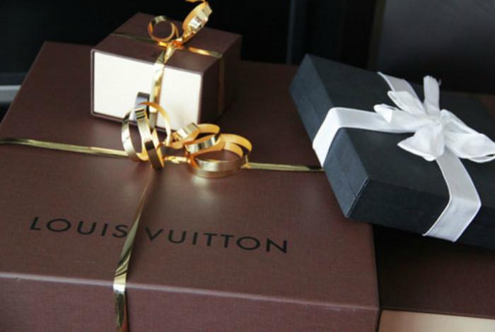 Фотографии подарков.