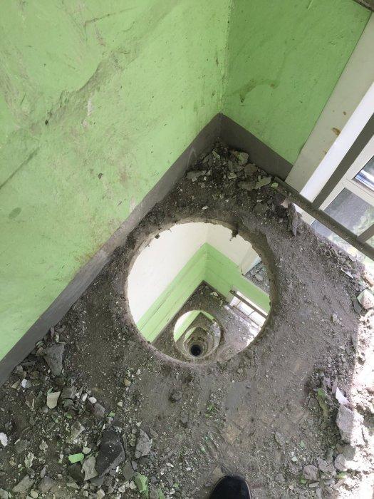 Вот дела, мусоропровод сломался.