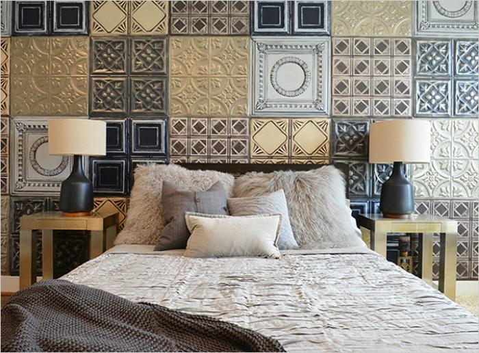 Разномастная плитка в интерьере спальни.