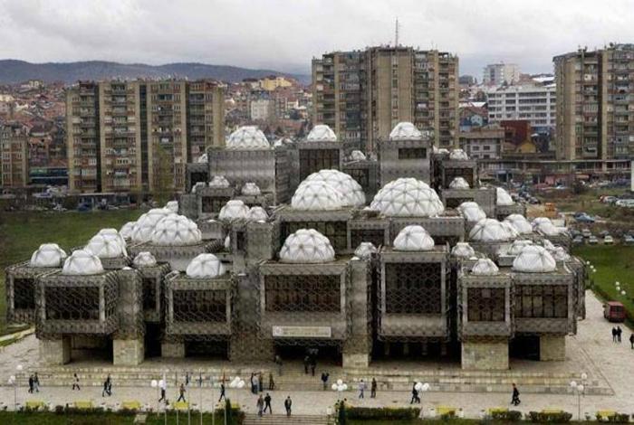 Библиотека в Приштине, Косово.
