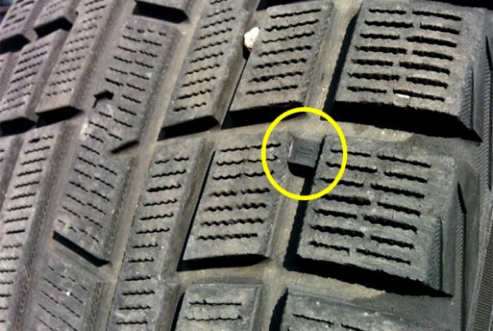 Небольшие пометки на шинах.