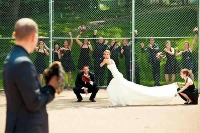 Невеста тренирует удар.