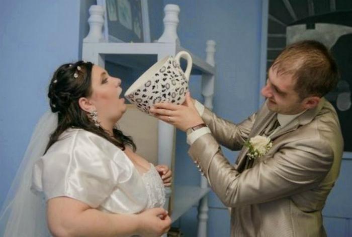 Заботливый жених и его будущая супруга.