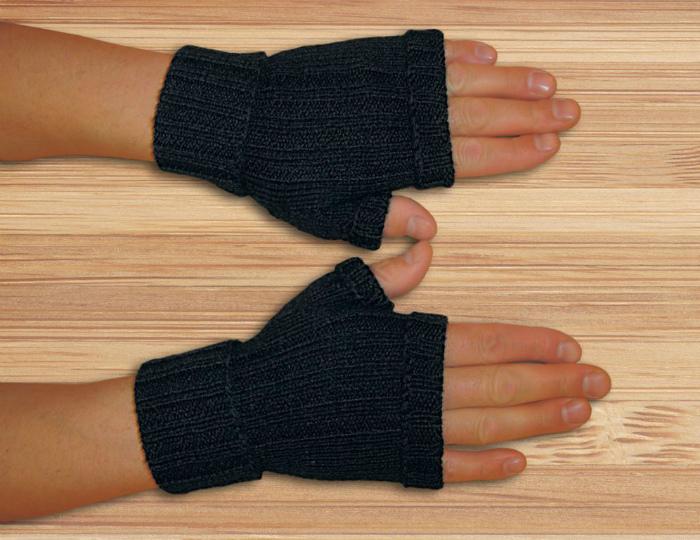 Перчатки без пальцев.
