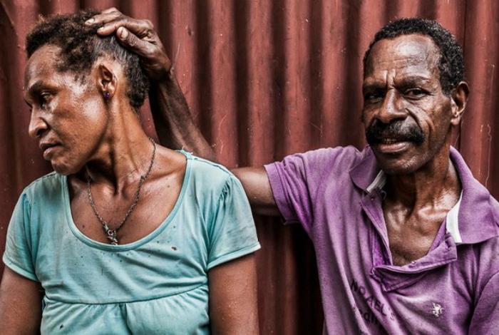 В Новой Гвинеи мужья регулярно избивают своих жен.