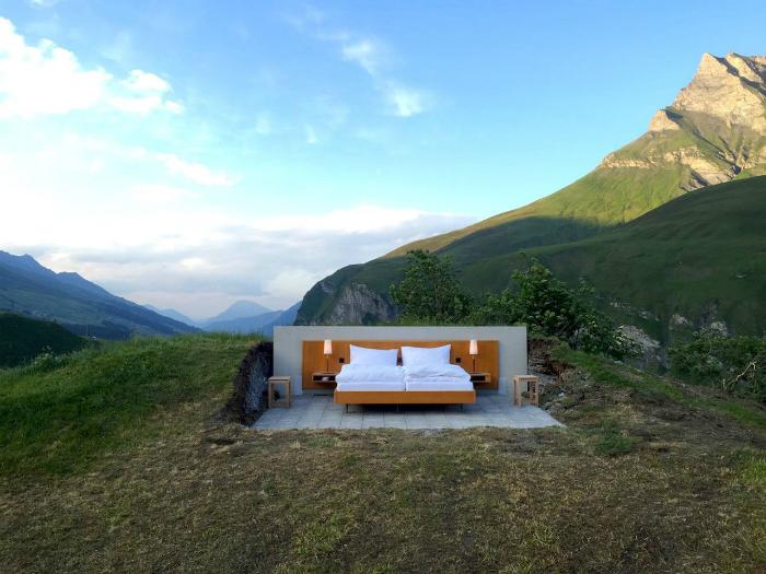 Отель под открытым небом в швейцарских Альпах.