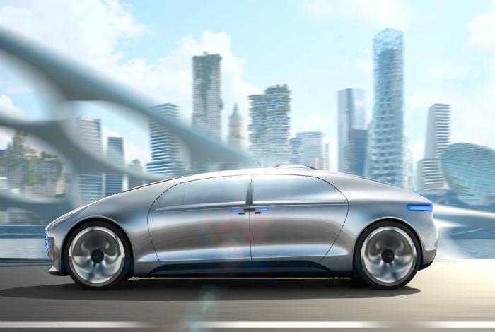 Mercedes F 015 - полностью автономный автомобиль, оснащенный множеством электронных средств связи и развлечений, который позволит владельцу отдохнуть и продуктивно поработать в поездке.