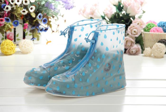 Практичные дождевики, которые защитят обувь от влаги и грязи.