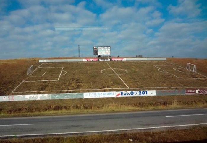 Самое креативное футбольное поле. | Фото: Смех без границ.