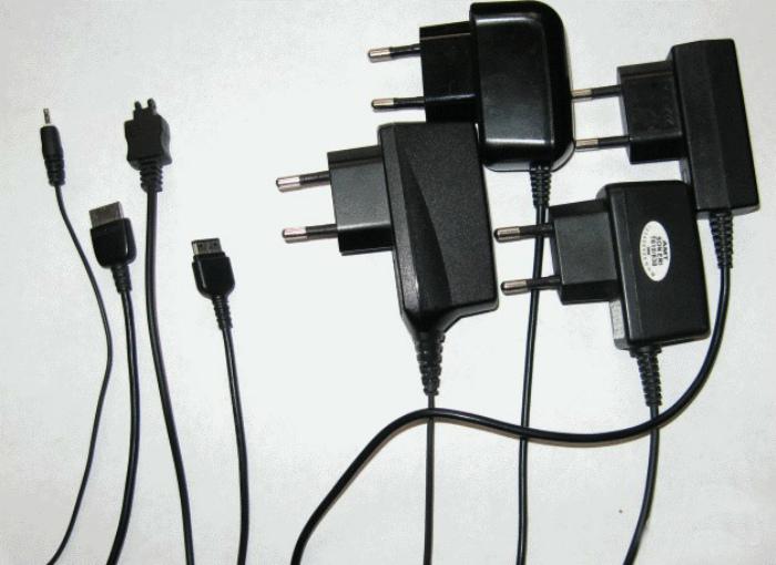 Зарядные устройства и аксессуары. | Фото: festima.ru.