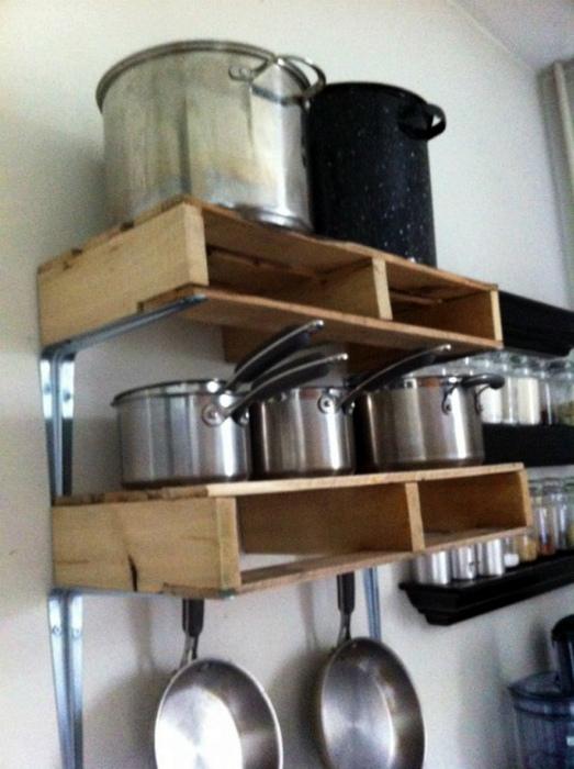 Открытые полки для кухни. | Фото: Ideias Green.