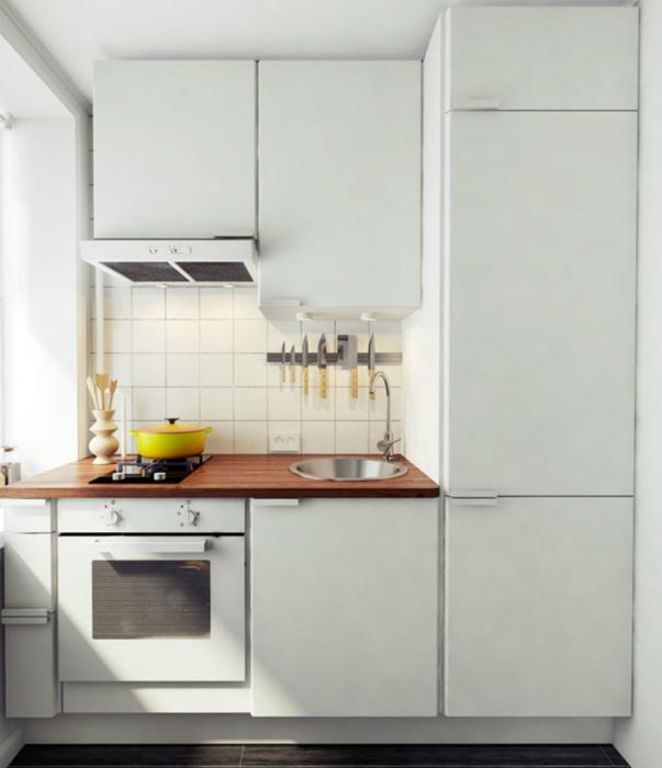 Очень маленькая кухня в белом цвете. | Фото: vl-fasad.ru.