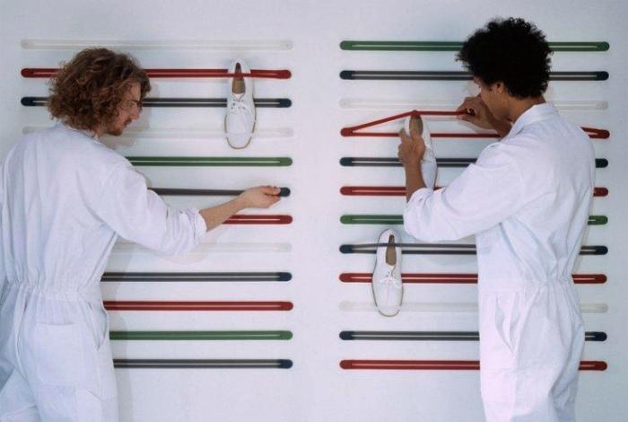 Хранение обуви на эластичных резинках. | Фото: Женский клуб.