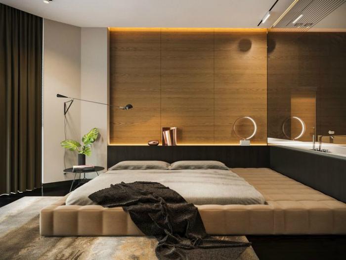 Уютная спальня с акцентной стеной, обшитой деревом.