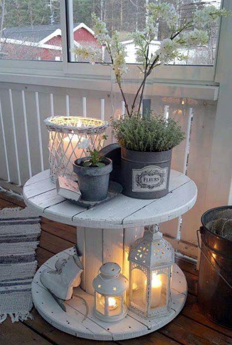 Очаровательный самодельный столик. | Фото: Libros Electronicos Online.