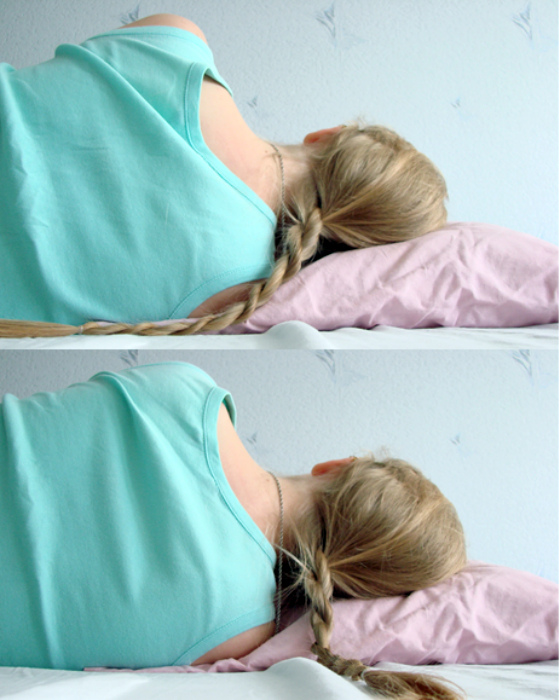 Оставлять волосы распущенными на ночь.
