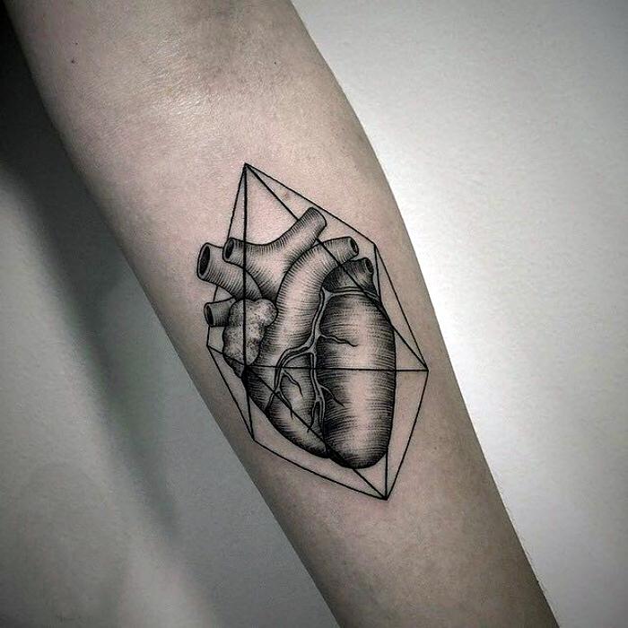Черно-белое изображение сердца.