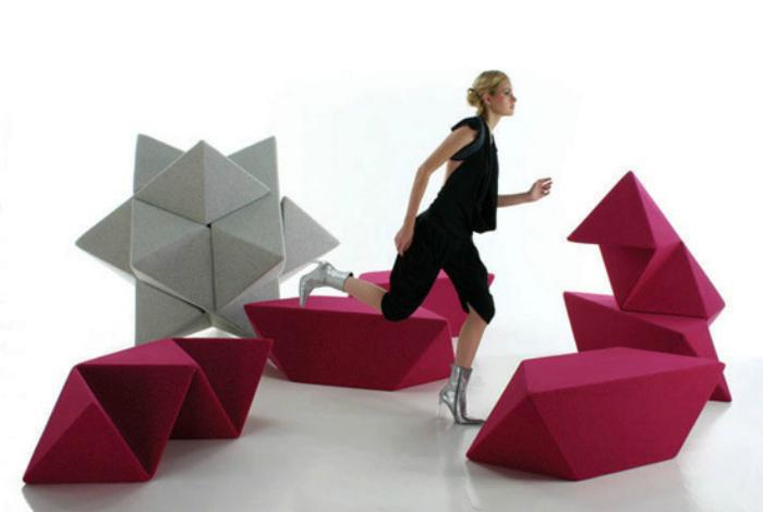 Мягкие модули замысловатой формы, которые можно использовать, как табуреты, столики, тумбочки, кресла или диваны.
